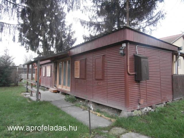 Szigetszentmártonban faház nyaraló eladó